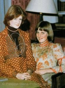 Diana posing with her older sister, Lady Sarah Spencer-McCorquodale