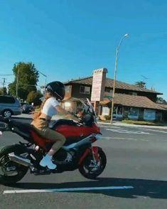 Girl Riding Motorcycle, Motorcycle Helmet Design, Motorcycle Couple, Female Motorcycle Riders, Motorbike Girl, Motorcycle Bike, Lady Biker, Biker Girl, Girl Motorcyclist