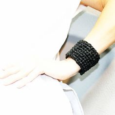 One (hour) bracelet 🔄⭕➿ #bracelet #jewerly #diyfashion #diy #diybracelet #diyjewelry #slowfashion #fashion #black #blackandwhite #recykling #recycling #recycle #recycled 💞 🌍
