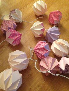 Origami Home Decor Cute Origami, Origami And Quilling, Paper Crafts Origami, Origami 3d, Oragami, Origami Lights, 3d Origami Tutorial, Origami Decoration, Cool Paper Crafts