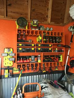These garage storage ideas will help you maximize the available space & keep your garage organized. You should try it to change the look of your garage. Power Tool Storage, Garage Tool Storage, Barn Storage, Garage Tools, Storage Ideas, Garage Workshop Organization, Workshop Storage, Workshop Layout, Bathroom Organization