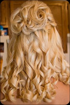 Bride's Hair by Courtney Lynn Robertson, via Flickr This is my style, love the half up/half down look.