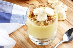 gluten free banana pudding 4 egg yolks 1/4 cup honey 1/4 cup arrowroot powder 2 ripe bananas, mashed 1/2 tsp salt 2 cups full-fat coconut milk 1 tsp vanilla extract 1 ripe banana, sliced Walnuts, optional