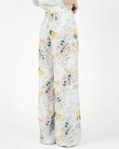 Outfit Semanal: O que vestir dia a dia? #Outfit #Semanal: O que #vestir #dia #a #dia? | #semana #a #semana #simples #TrendyNotes #sugestões #ideais para #não #ter #dificuldades em #compor o seu #outfit #semanal #trendy #calças #floridas #Trucco