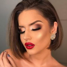 Christmas Makeup Inspiration for You. - Christmas Makeup Inspiration for You to Do This Season 2020 - Red Dress Makeup, Red Lips Makeup Look, Glam Makeup Look, Glamour Makeup, Makeup Looks For Red Dress, Nude Makeup, Makeup Lips, Bridal Makeup, Wedding Makeup