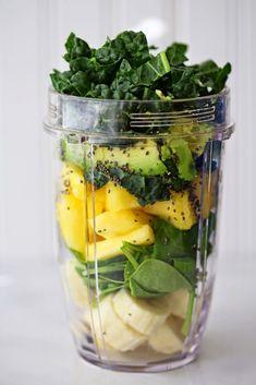 Beyond Sweet and Savory: Green machine smoothie Easy Green Smoothie Recipes, Healthy Green Smoothies, Healthy Breakfast Smoothies, Easy Healthy Breakfast, Healthy Meal Prep, Healthy Drinks, Healthy Snacks, Simple Smoothies, Vegetable Smoothies