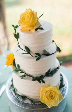 Buttercream | White Cake | Yellow Roses | Greenery | Floral Cake | Simple | Hill Country Wedding | Wildflowers | Texas Wedding | Austin Wedding | Lindsay + Paul | Pearl Events Austin | www.pearleventsaustin.com