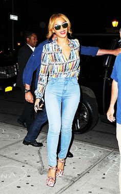 Beyonce in a printed Alice + Olivia top and $20 H&M skinny jeans