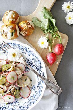 Weißwurstsalat mit frischen Brezelbites