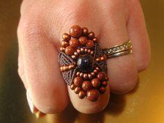 Bague boho en macramémarron et cuivre et pierres gemmes goldsand stone de la boutique Elyss sur Etsy