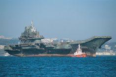 El portaaviones chino Liaoning es el segundo portaaviones de la clase Kuznetsov, usado como portaaviones de la clase Liaoning en la Armada China. Tiene 300 metros de eslora y 33.000 toneladas de peso.