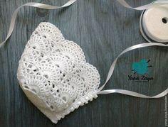 Best 11 Amazing Picture of Baby Booties Crochet Pattern – SkillOfKing. Baby Bonnet Pattern, Crochet Baby Bonnet, Crochet Cap, Booties Crochet, Baby Girl Crochet, Crochet Baby Clothes, Newborn Crochet, Filet Crochet, Baby Booties
