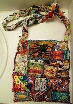 Patchwork purse with braided handle Fabric Bags, Fabric Scraps, Scrap Fabric, Fabric Basket, Sewing Crafts, Sewing Projects, Estilo Hippie, Crazy Patchwork, Patchwork Bags