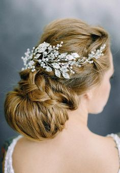 7 Steps Plan For Perfect Wedding Hairstyle - Aspire Wedding Vintage Wedding Hair, Hair Comb Wedding, Wedding Hair Pieces, Headpiece Wedding, Bridal Headpieces, Down Hairstyles, Wedding Hairstyles, Bridal Hair Flowers, Let Your Hair Down
