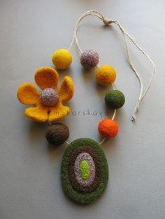 felt necklace. mukarskaya.com