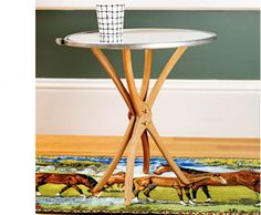 This table base is made of wooden hangers! I'd like to try this on a coffee table with legs at each end. Not sure about a top for the table.maybe glass, a mirror, a large frame, or a tray for the top of a small side table. Upcycled Home Decor, Upcycled Furniture, Home Furniture, Diy Home Decor, Timber Furniture, Furniture Projects, Scrap Wood Projects, Furniture Vintage, Industrial Furniture