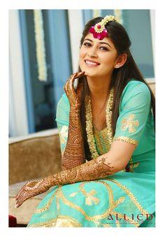 Ideas For Flowers Fashion Photoshoot Roses Mehendi Photography, Indian Wedding Photography, Wedding Photography Poses, Photography Ideas, Fashion Photography, Bridal Mehndi Dresses, Mehendi Outfits, Bridal Henna, Wedding Dresses