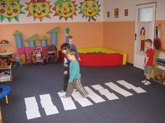 Chodci reaguj� na barevn� sign�ly semaforu-Honz�ka. Kids Rugs, Sign, Home Decor, Decoration Home, Kid Friendly Rugs, Room Decor, Signs, Home Interior Design, Board