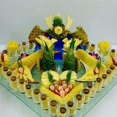 Fruit Centerpieces, Fruit Decorations, Fruit Arrangements, Fruit Plate, Fruit Art, Deco Fruit, Fruit Buffet, Fruit Kebabs, Veggie Art