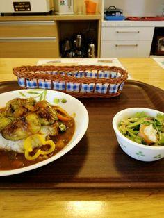 今日のお昼ごはんは夏野菜のカレーライスセットいただいています。