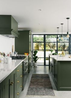 Green Kitchen Inspiration for Modern Updates - PureWow Green Kitchen Interior, Olive Green Kitchen, Green Kitchen Cabinets, Painting Kitchen Cabinets, Diy Interior, Kitchen Colors, Kitchen Decor, Kitchen Island, Island Sinks