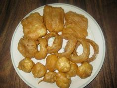 I LOVE fried fish. When dining out, nine times out of ten, I will order fish n'chips. It's getting to be very hard to find a restaurant that serves good fish n'chips anymore.So I just had to learn to make them myself. Seafood Dinner, Fish And Seafood, Fish Recipes, Seafood Recipes, Salmon Recipes, Bread Recipes, Beer Battered Cod, Fish Batter Recipe, Chips Recipe