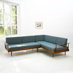 German Walnut Corner Sofa and Daybed from Knoll Antimott, for sale at Pamono Diy Sofa, Gebogenes Sofa, Corner Sofa Chaise, Diy Furniture Couch, Wood Sofa, Sofa Pillows, Corner Sofa Bed With Storage, Corner Sofa Design, 1960s Furniture
