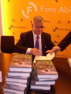 El Reino del Norte - Javier Esparza - El autor firmó un buen número de libros.