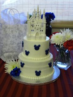 Disney cake. Couldn't help but pin it ;-)