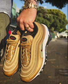 Nike Air Max 97 in gold-red // Foto: brucehatoo (Instagram)