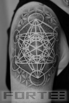 肩 ドットワーク 幾何学的 Dillon Forte