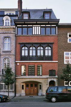 Black Panther Art, Sims 4 Build, City Architecture, Doorway, Rue, Art Nouveau, House Plans, Sweet Home, Exterior