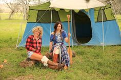 camp gypsy {junk gypsy co} #glamping #vintagetent #awesomeness