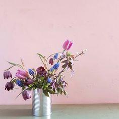 jam jar flowers -kukkakurssi-hilmala.fi Jam Jar Flowers, Plants, Diy, Bricolage, Do It Yourself, Plant, Homemade, Diys, Planets