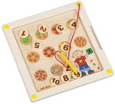 --- motoriekbord fruit tellen -- 522939 Een magnetisch motoriekbord waarmee op een speelse wijze de schrijfmotoriek, het ruimtelijke inzicht, tellen en het concentratievermogen wordt geoefend. Met de magneetpen moeten de cijfers naar de juiste plek worden gebracht.   Formaat: 29,5 x 29,5 cm (l x b).