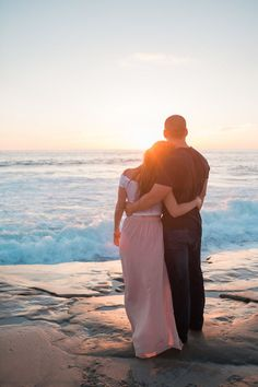 Couple beach photos, couple picture poses, beach engagement photos, e