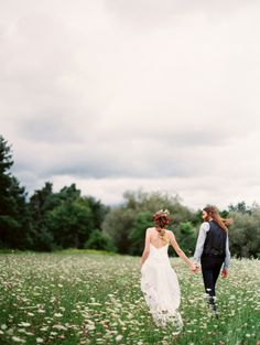 Boho outdoor Ontario wedding: http://www.stylemepretty.com/2016/01/29/boho-outdoor-wedding-in-ontario/   Photography: Jessica Rose - http://jessicarosephoto.ca/