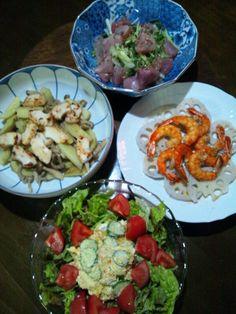 白ワインに合わせました~ヽ(・∀・)ノ - 4件のもぐもぐ - 烏賊と新ジャガとシメジの炒めもの。海老と蓮根の柚子塩。鮪ブツと水菜とチンゲン菜のサラダ。安寧芋のサラダ。 by mamipitschi