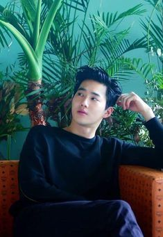 baekhyun went directly to suho for help escaping the mafia. when baek gave his reason, suho gave him an odd look but agreed. K Pop, Chanyeol Baekhyun, Park Chanyeol, Sehun Hot, Kpop Exo, Bias Kpop, Shinee, Vixx, Seoul