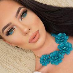 Turquoise eye makeup More