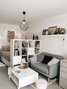 Stunning 40 Lovely Divider Ideas to Order Your Studio Apartment http://homefulies.com/index.php/2018/08/01/40-lovely-divider-ideas-to-order-your-studio-apartment/