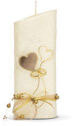 64,90€ Die Hochzeitskerze Nr. 52 ist verziert mit einem Herzen und Ringen in gold. Die Kerze aus dem Hause Wiedemann hat eine Abmessung (H/DM) von 220/85 mm.    Im Preis ist die Kerze samt Verzierung und Ihrer individuellen Beschriftung mit Vornamen und Datum (z.B. Claudia & Martin 20.07.2013) enthalten.