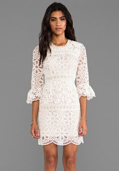 ANNA SUI RUNWAY Nouvelle Vague Daisy Embroidered Organza Dress in Cream - Anna Sui effortlesseverydaystyle.blogspot.com