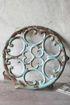 ✔ architectural salvage - love giving new life to old stuff! Antique Decor, Vintage Decor, Rustic Decor, Vintage Antiques, Salvaged Decor, Farmhouse Decor, Architectural Antiques, Architectural Elements, Pot Pourri