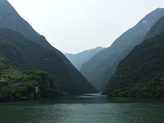 China's Yangtze River (Chang Jiang) narrows as it passes between the high walls of Wu Gorge, one of the Three Gorges (三峡)