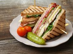 How to make Classic Club Sandwich . Easy and simple Classic Club Sandwich Recipe. Here's how to create theclubhouse sandwich that remains a quintessential favourite for those looking for a quick bite to eat. Club Sandwich Poulet, Bacon Sandwich, Sandwich Recipes, Paneer Sandwich, Bread Recipes, Homemade Sandwich, Gourmet Sandwiches, Healthy Sandwiches, Chicken Sandwich