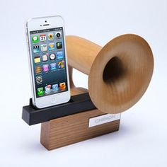 CHINON Legato CH-PS840 Handcrafted Passive Speaker Dock for iPhone