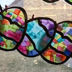 glass crafts for kids Rainy Day Tissue Paper Butterflies - Differentiated Kindergarten Easter Crafts For Toddlers, Easter Art, Easter Projects, Easter Crafts For Kids, Toddler Crafts, Easter Eggs, Bunny Crafts, Easter Table, Kindergarten Crafts