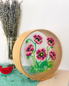 🌺🌸 Travel to Germany başla started siniz - Kendin yap - Flower Embroidery Designs, Modern Embroidery, Embroidery Art, Cross Stitch Embroidery, Cross Stitch Patterns, Flower Embroidery, Valentines Ideas For Her, Handbag Tutorial, Hand Embroidery Tutorial
