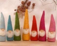 Autumn Rainbow Gnomes Waldorf Inspired by MyJacobsLadder on Etsy Felt Christmas Ornaments, Christmas Gnome, Christmas Crafts, Waldorf Crafts, Needle Felting Tutorials, Felt Fairy, Needle Felted, Nature Table, Felt Toys